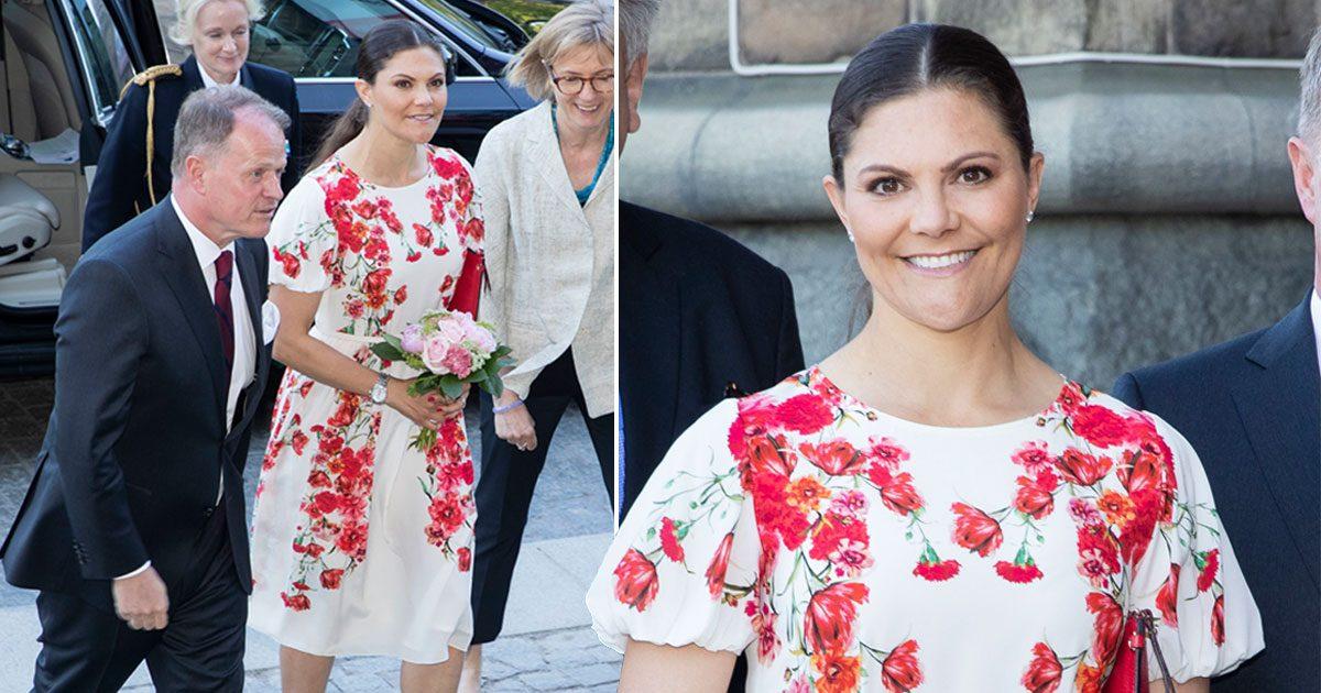 Victoria i klänning från Camilla Thulin.