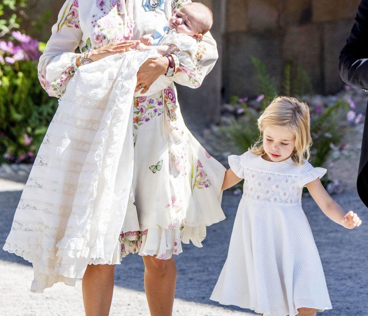 Madeleine i blommig klänning från Giambattista Valli