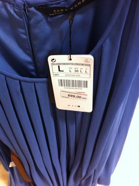 Kates klänning i butik...