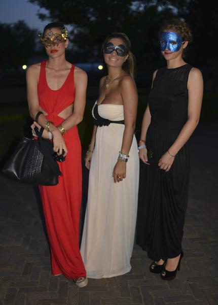 Köp Charlotte Casiraghis mask