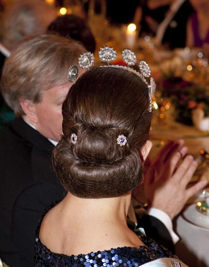 Närbild på Victorias frisyr...