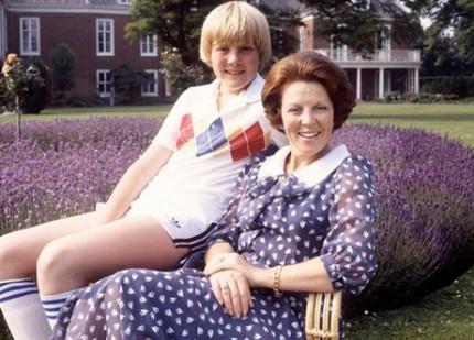 97de465ebb9e Det är 80-tal och tennisstjärnor som Björn Borg och McEnroe influerar  modet. Unge Willem Alexander är ett bra exempel här.