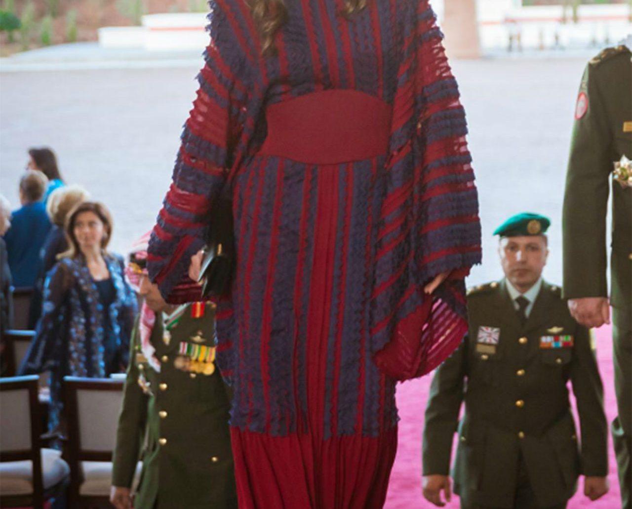 En modedrottnings stilresa – se Ranias nya garderob!